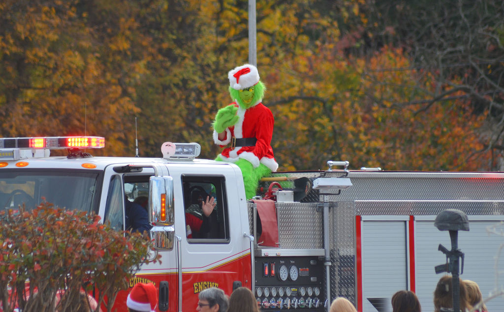 Jubilant Crowd Attends Lee County Spirit Of Christmas