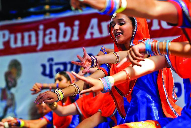 Henna Tattoo Yuba City : Festival celebrates punjabi culture appeal democrat news