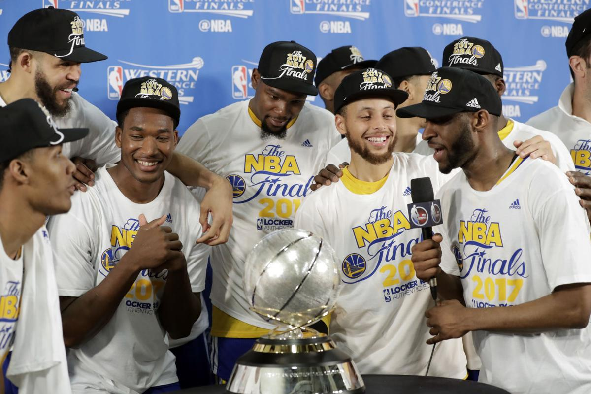 Curry 39 s 36 points leads warriors to sweep spurs sports for Golden state motors bakersfield