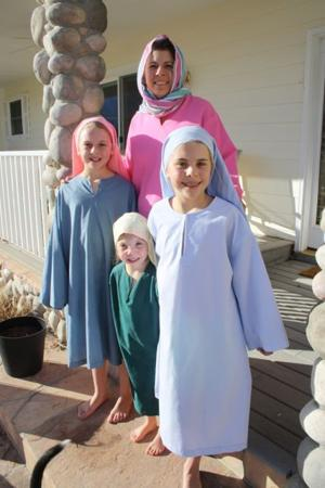 <p>Bethlehem Marketplace has become a fixture for Heidi Oates and her three daughters, from left, Clara, Sarah and Ella. Husband Dennis Coates also volunteers.</p>