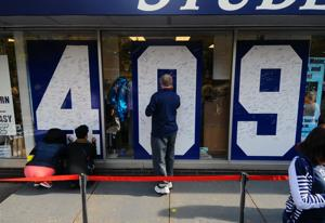 Thousands sign 409 posters to restore Joe Paterno's wins