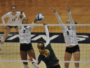 Women's volleyball sweeps competition to take home Villanova Classic title