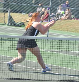 Hutch tennis sweeps home invite
