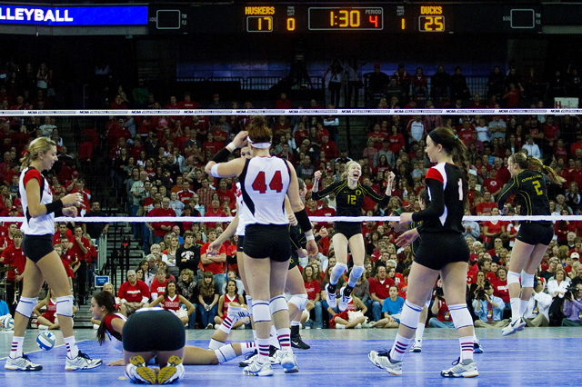 NU volleyball loses to Oregon