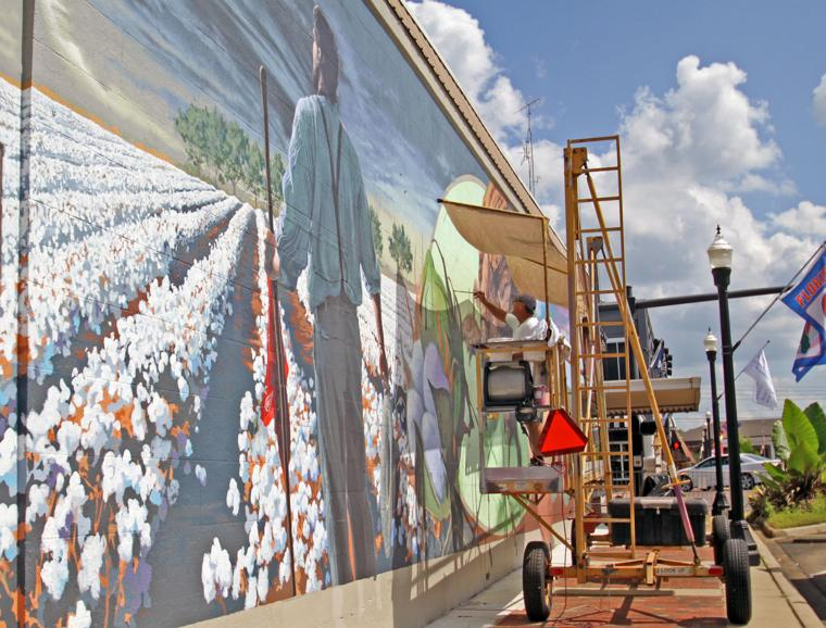 Mural well underway news for Mural alternatywy 4