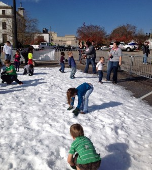 children play in snow dothan eagle dothan al local news on. Black Bedroom Furniture Sets. Home Design Ideas