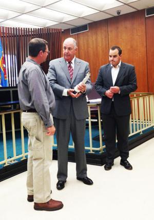 Mayor honors tornado relief efforts