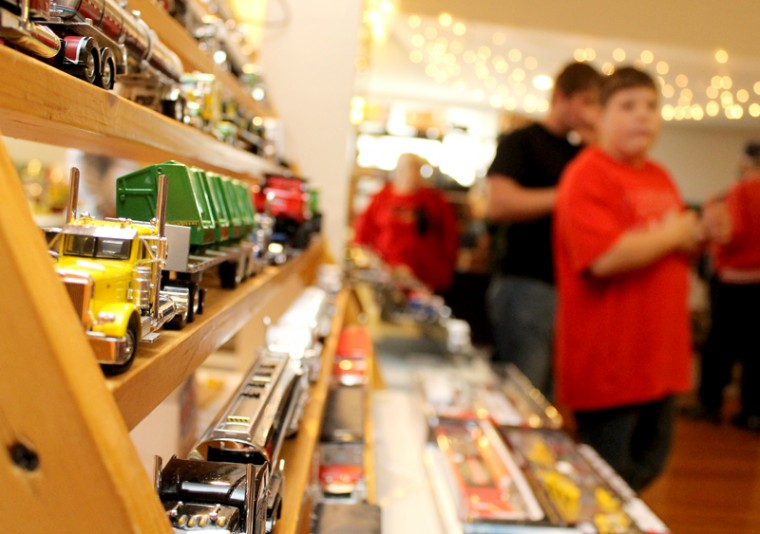 Toys 4 Trucks Green Bay : Another successful farm toy year dyersville commercial news