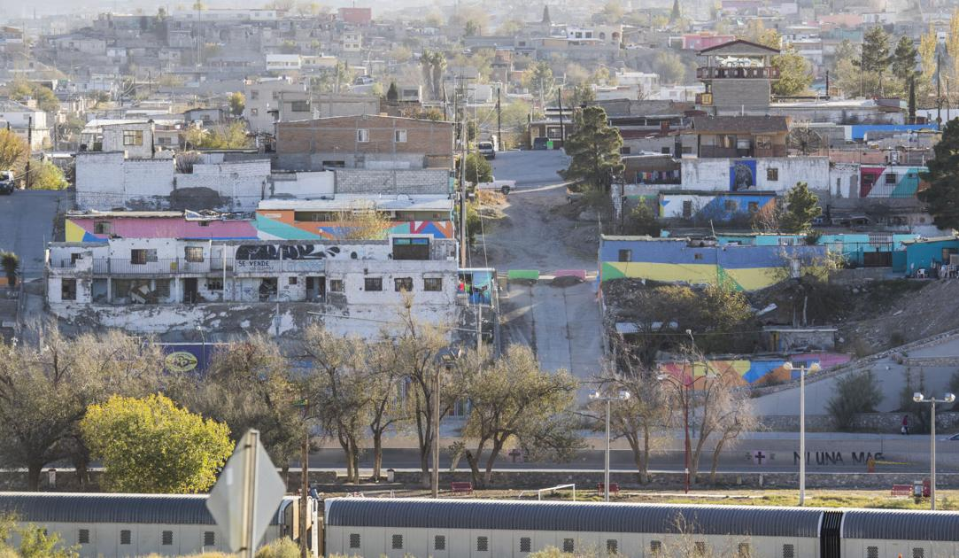 JUÁREZ, Mexico – On the margins of this gritty industrial town, in one of the region's poorest neighborhoods, an experiment is underway.Its most visible feature will be a giant, rainbow-colored mural painted across 210 homes.