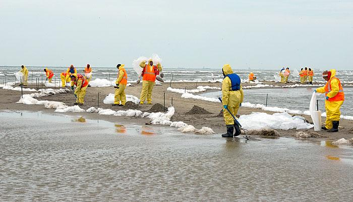 Crews cleanup at Big Reef
