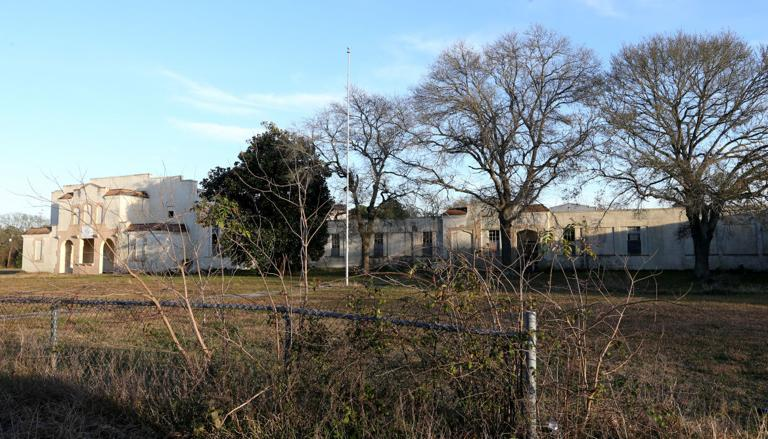 Lamar Elementary in La Marque could finally be demolished