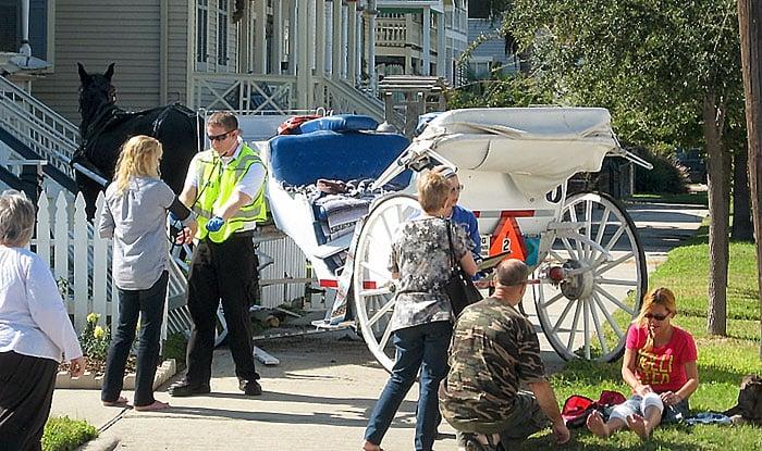 Horse-drawn carriage crashes through fence in Galveston, injures 3