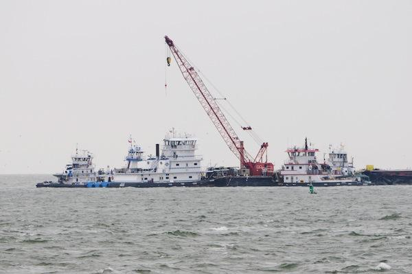 Barge leak cleanup resumes near Texas City Dike
