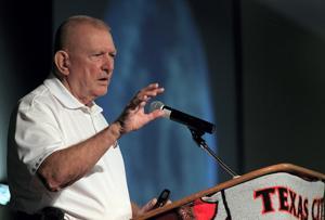 Apollo 13 legend Kranz on hand for Texas City SmartLab announcement