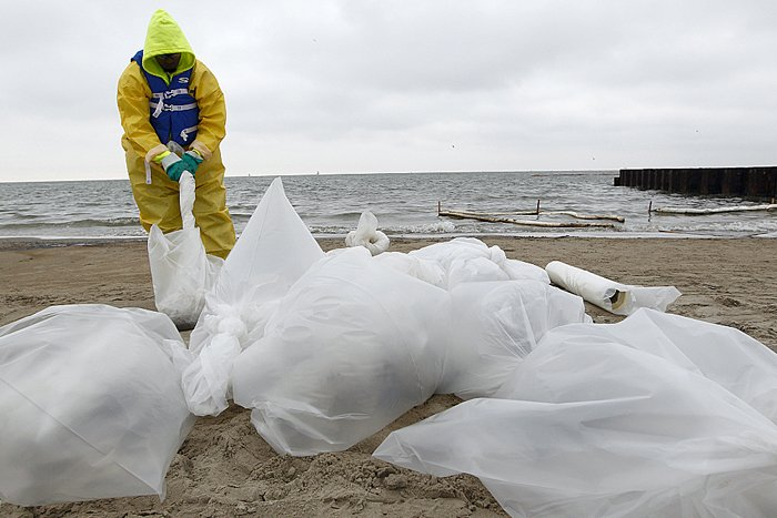 Galveston Bay oil spill cleanup