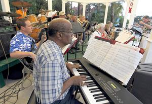 Galveston Beach Band's free concerts delight listeners