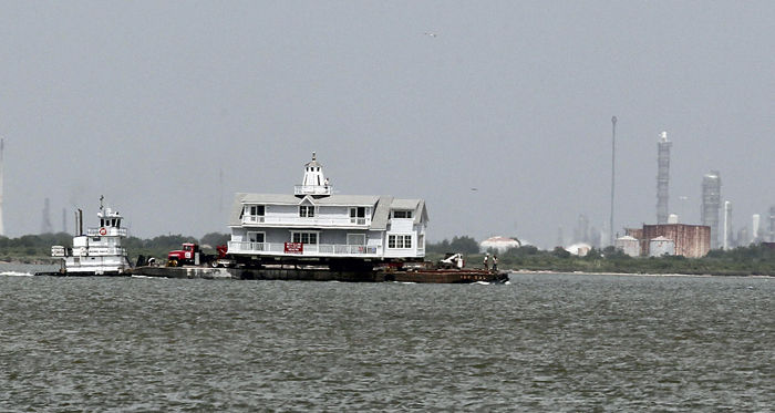 House moving to Bolivar by barge