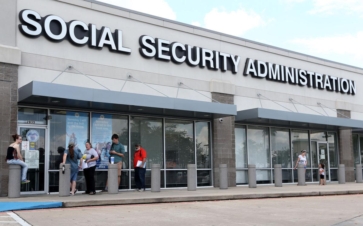 Social security crowding leaves seniors waiting in summer - Local social security administration office ...