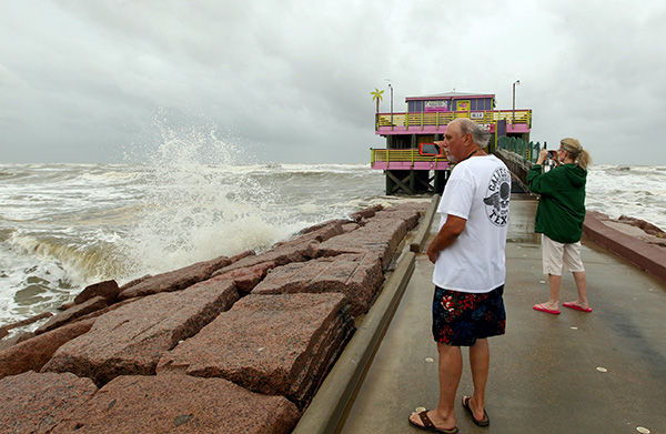 Photos ts bill makes texas landfall in focus the for Tides for fishing texas city