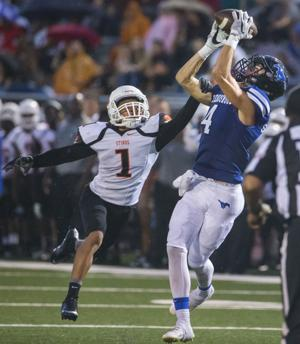 Friendswood QB writes exciting first chapter of 2016 with 7 total TDs in 54-20 win against Texas City