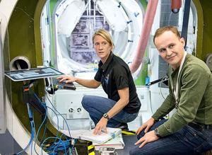 Astronaut, cosmonaut participate in training session