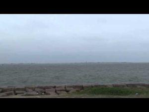 Crews work to reopen shipping lanes Part 1