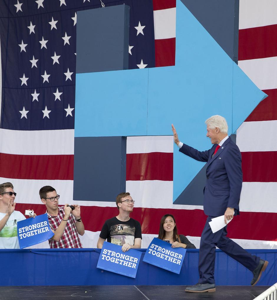 Bill Clinton in Greensboro: Election u0026#39;defines a generationu0026#39; - Greensboro News u0026 Record: News