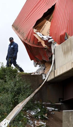 04_jw_joverturned truck 101013__N5V4943.jpg