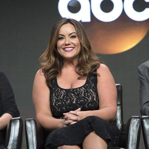 Katy Mixon Is An Amusing American Housewife In New Abc