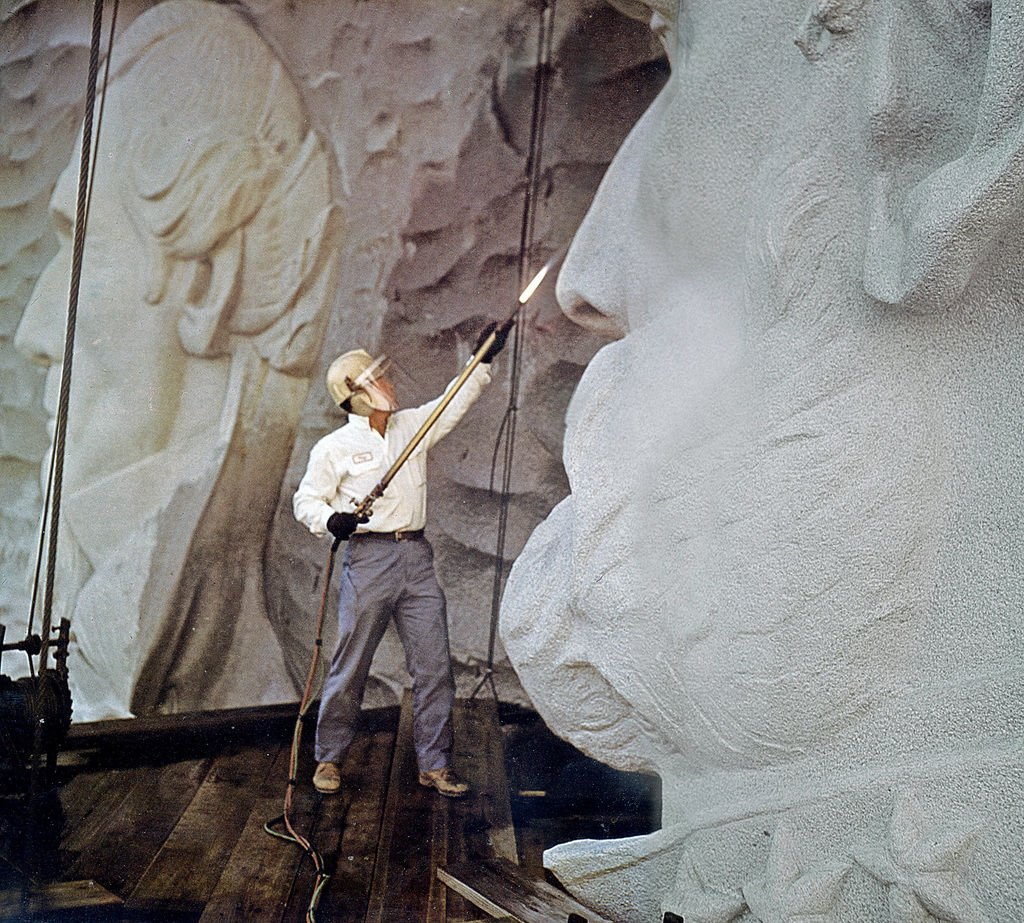 Roy faulkner remembered for stone mountain carving