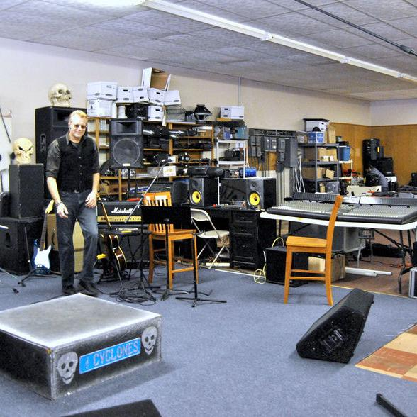 Artist Jason Lee relocates music shop
