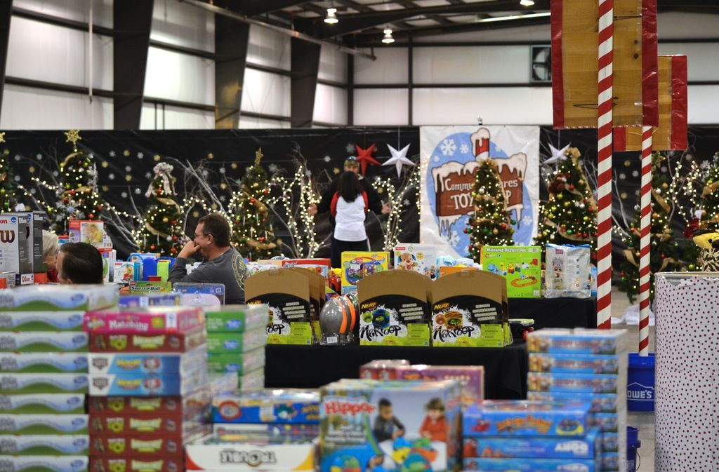 Christmas Toys For The Needy : Henry county shows needy families 'community cares at