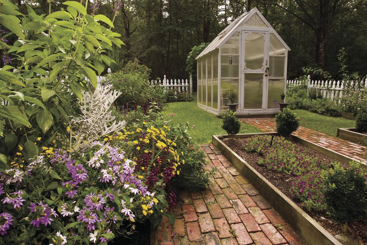 Create a cozy space by keeping neighbors 39 eyes out hdhomes herald - Cozy outdoor living spaces connecting mother nature ...