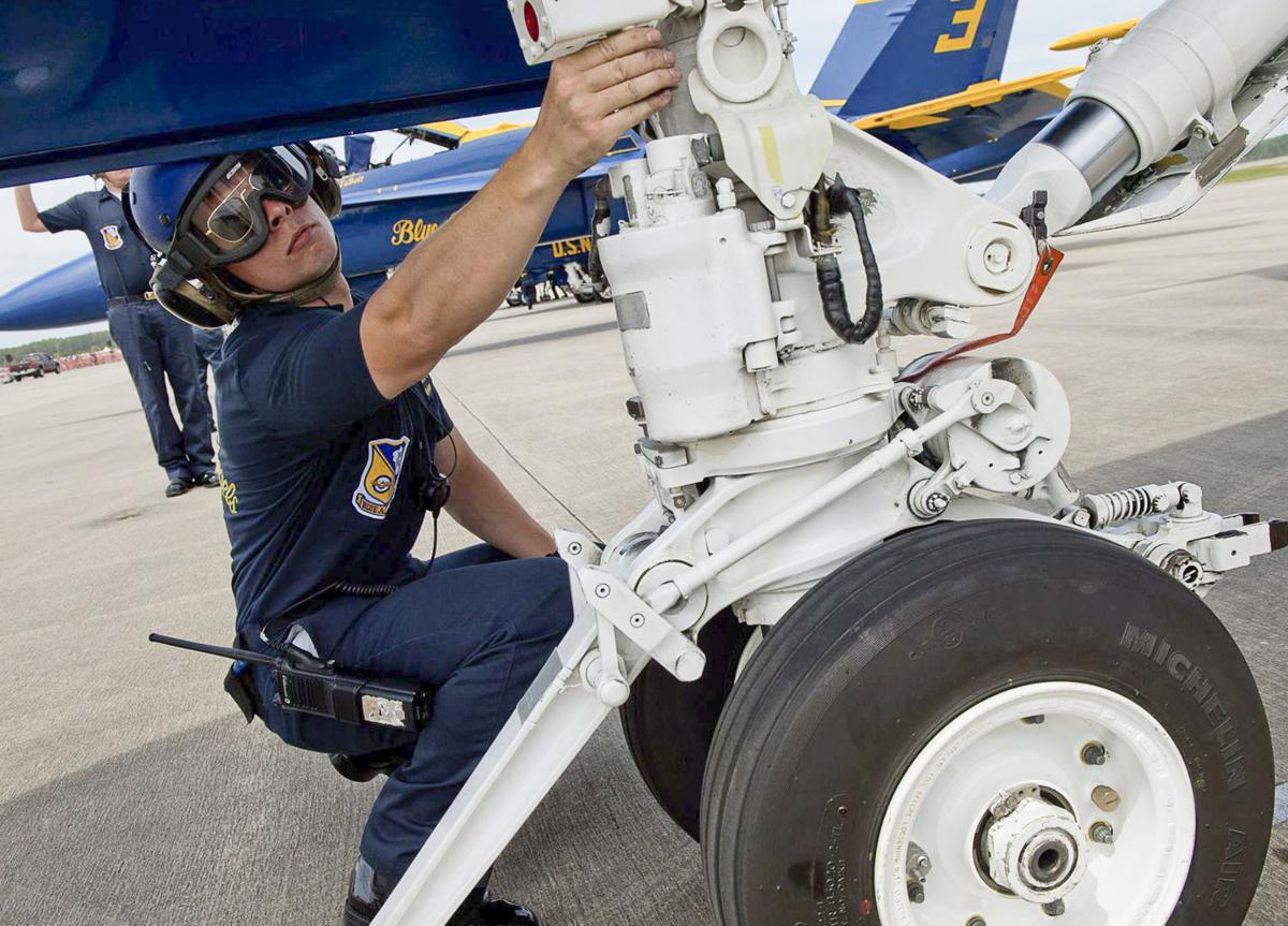 tri cities native maintains navy squad s aircraft news joshua hammitt 01