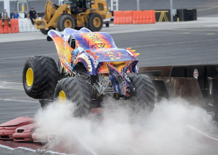 Monster Truck Madness ... Reptar Vs Galactron