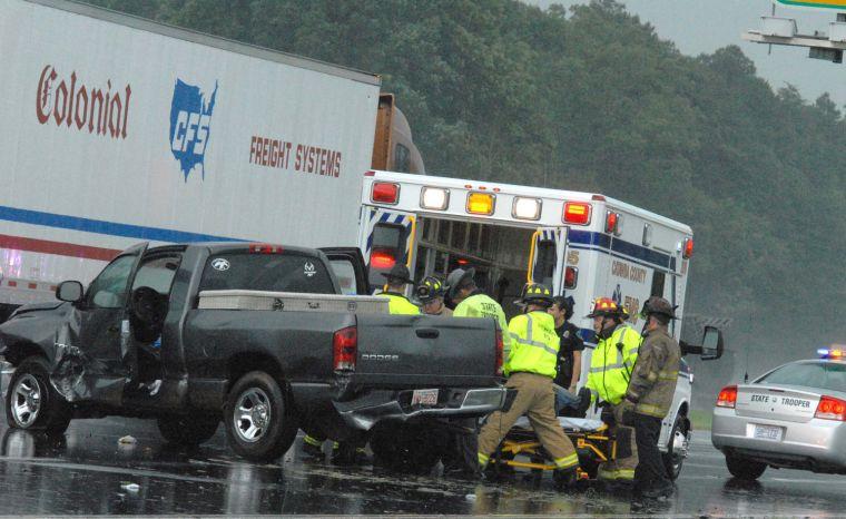I 40 wreck blocks traffic possibly injures driver news for Roberts motors hickory nc