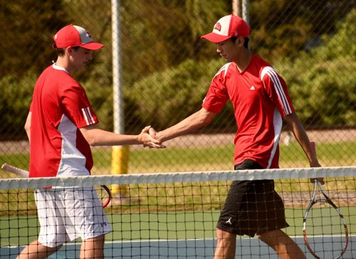 Boys Tennis: Seven advance to sectionals