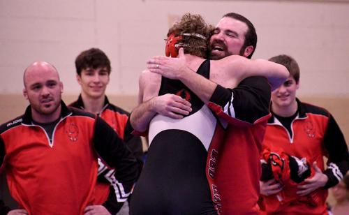 Wrestling: Four Red Hawks qualify for state