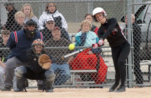 Softball: Red Hawks stay perfect