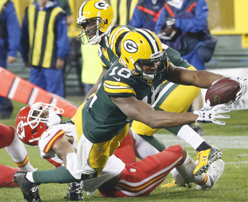 Behind QB Rodgers, Packers build big lead to beat Chiefs 38-28