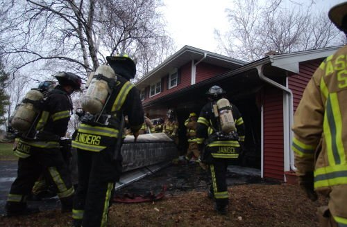 Firefighters knock down garage blaze