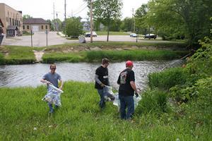 Maunesha River clean up