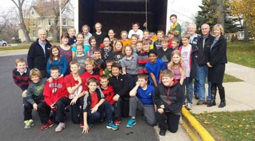 Sacred Hearts students donate to pantry
