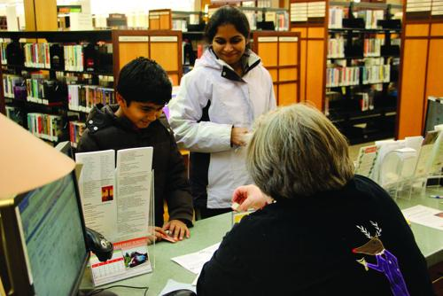 Creekside families explore public library