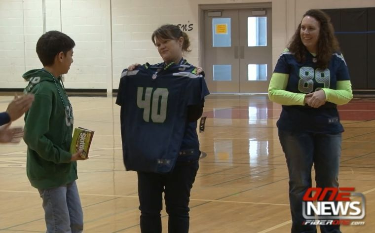 Seahawk inspiration celebrated at Chief Moses Middle ...