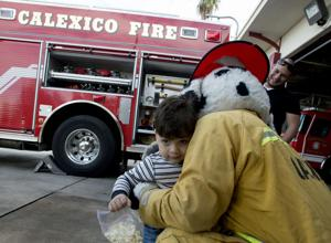 Preschoolers with autism tour Calexico Fire Station