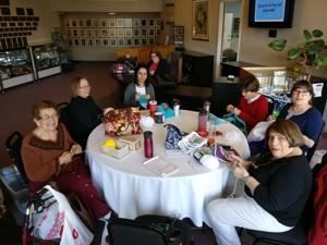 'Close-knit' groups share more than yarn