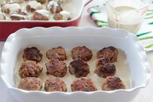 <p>Meatballs with Tahini and Tomatoes</p>