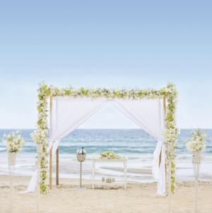 <p>More Jewish couples are opting to exchange vows in gorgeous places around the world – without sacrificing Jewish tradition in the process.</p>