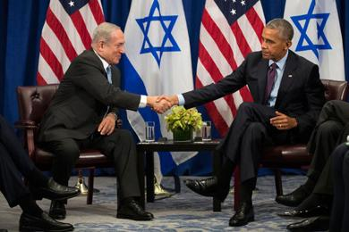 <p>Prime Minister Benjamin Netanyahu shaking hands with President Barack Obama during their meeting at a New York City hotel, Sept. 21, 2016. (Drew Angerer/Getty Images)</p>